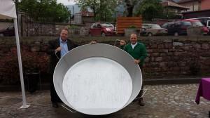 """Балкански рекорд за """"Най-голямата лютеница на Балканския полуостров, приготвена в една тава"""""""